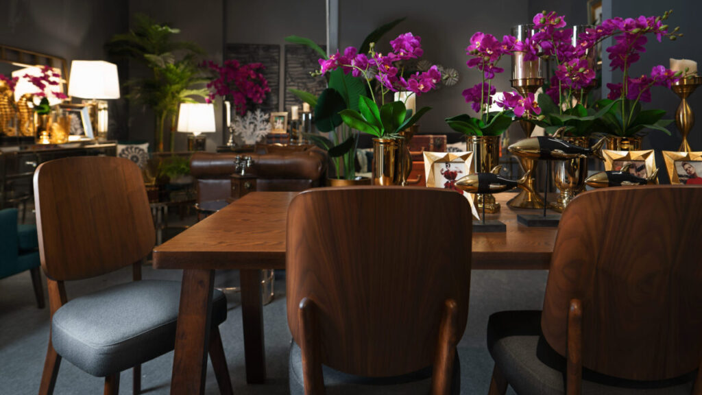 Dark, modern, and sophisticated dining table and chairs in lacquered wood.