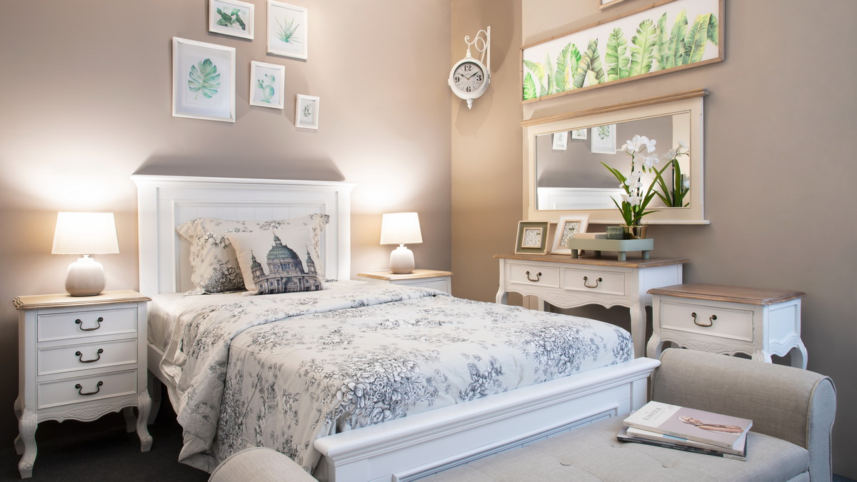 Beachside chic for a rustic home
